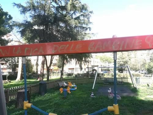 Ecco i graffiti pedopornografichi apparsi nel parco giochi di Serpentara  2