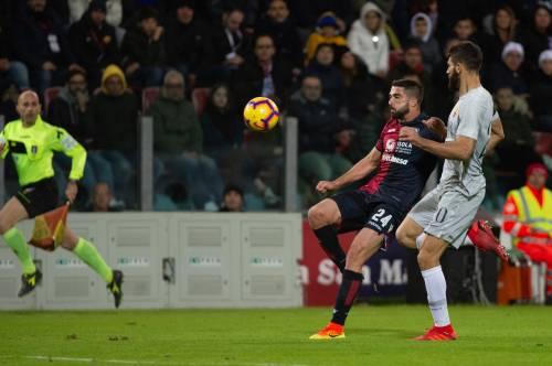La Roma si fa beffare nel finale: il Cagliari rimonta da 0-2 a 2-2 in 9 uomini
