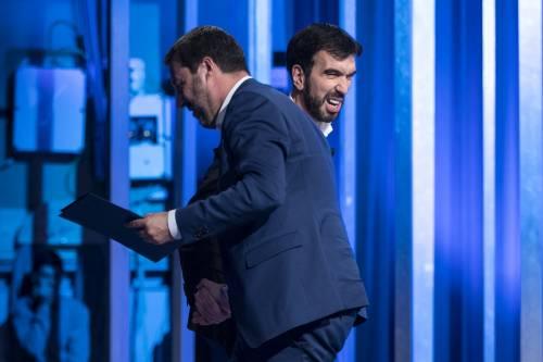 La stretta di mano tra Matteo Salvini e Maurizio Martina 3