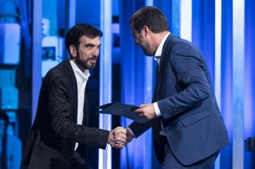 La stretta di mano tra Matteo Salvini e Maurizio Martina 2