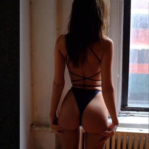 Emily Ratajkowski sexy su Instagram: le foto della bella modella americana 8