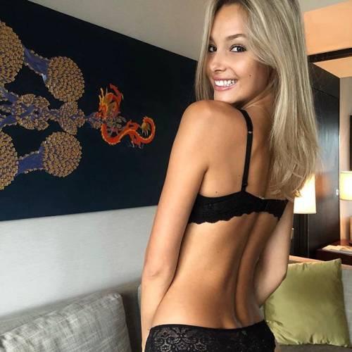 Viky Varga esagerata su Instagram: gli scatti sexy di lady Pellè 5