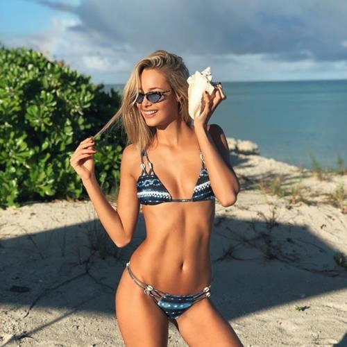Viky Varga esagerata su Instagram: gli scatti sexy di lady Pellè 6