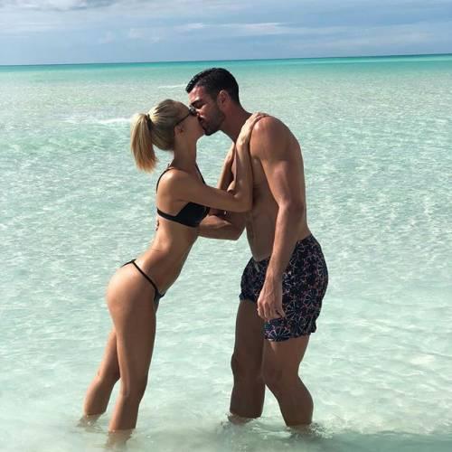 Viky Varga esagerata su Instagram: gli scatti sexy di lady Pellè 8