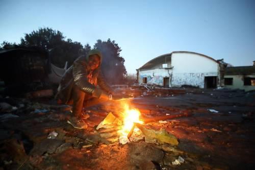 Roma, lo sgombero della fabbrica occupata da più di 500 migranti 7