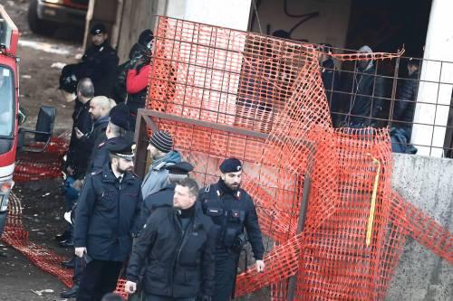 Roma, lo sgombero della fabbrica occupata da più di 500 migranti 2