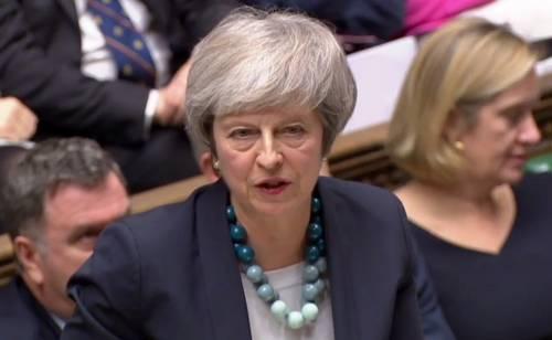 Brexit rinviata di altri tre mesi, bocciato secondo referendum