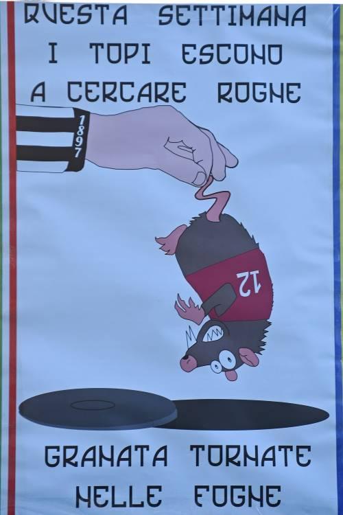 """Poster contro il Torino: """"Topi granata tornate nelle fogne"""" 4"""