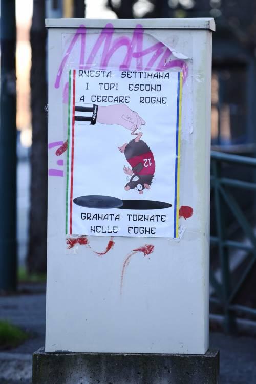"""Poster contro il Torino: """"Topi granata tornate nelle fogne"""" 5"""