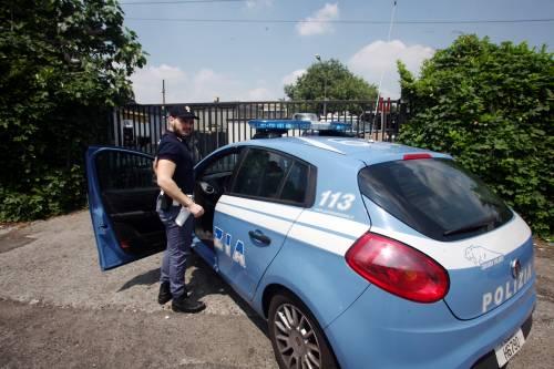 Immigrato spacca il naso a una donna e sfascia auto in sosta: arrestato