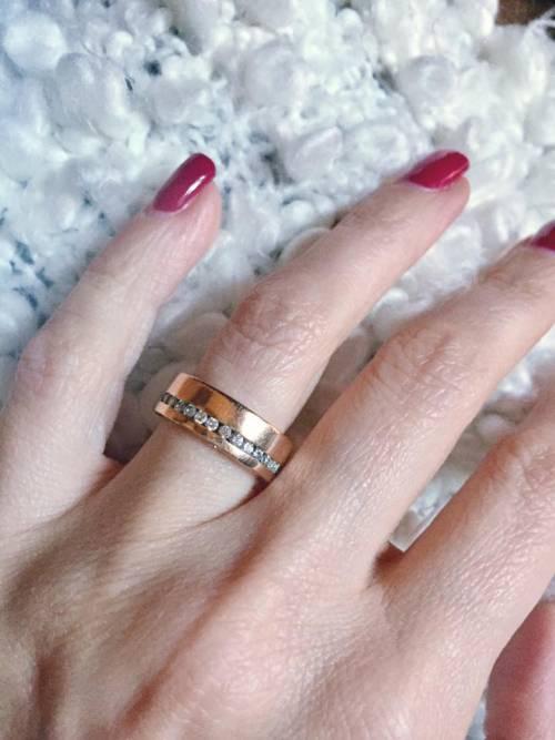Perde l'anello di diamanti nel water: dopo 9 anni lo ritrova nella fognatura