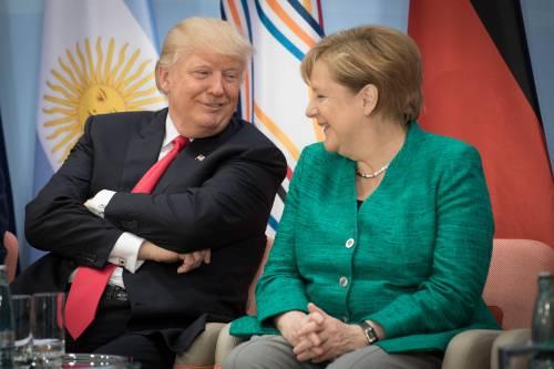 """Sgambetto di Trump ad Angela per """"soffiarle"""" le auto tedesche"""