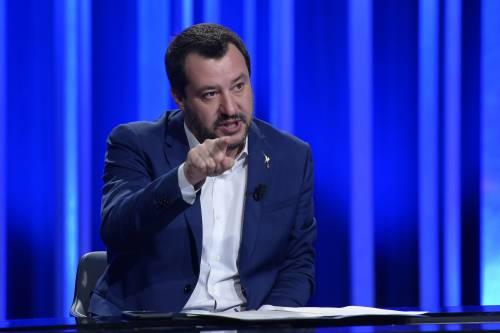 """""""Butta famiglie per strada"""". Ma Salvini zittisce Famiglia Cristiana: """"Falso, siete di sinistra"""""""