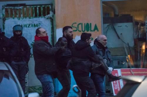 Torino, lo sgombero del villaggio olimpico occupato dai migranti 5