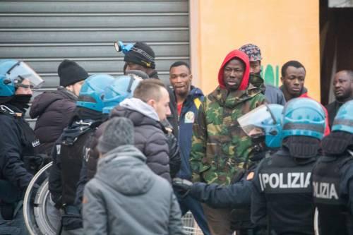 Torino, lo sgombero del villaggio olimpico occupato dai migranti 6
