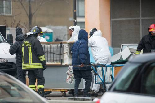 Torino, lo sgombero del villaggio olimpico occupato dai migranti 10