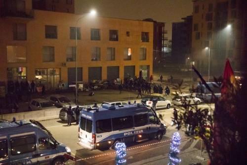Torino, lo sgombero del villaggio olimpico occupato dai migranti 11