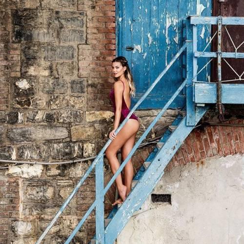 Costanza Caracciolo sexy su Instagram: lady Vieri già in forma dopo la gravidanza 5