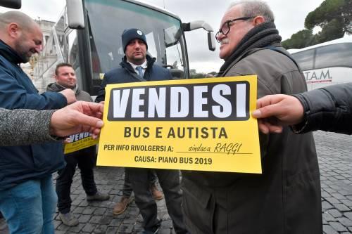 I bus turistici bloccano piazza Venezia 7