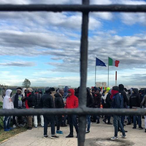 """""""Troppo pochi 21 euro a immigrato"""". E le cooperative disertano i bandi"""