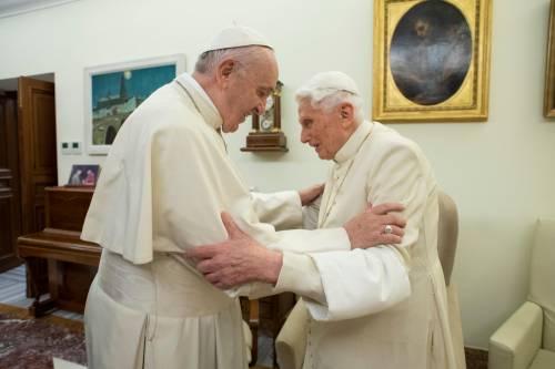 Quello scontro finale tra i Papi per colpire il ruolo di Ratzinger