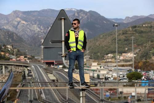 I gilet gialli bloccano l'autostrada al confine con l'Italia 7