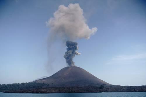 L'eruzione del vulcano Krakatau dello scorso luglio 6