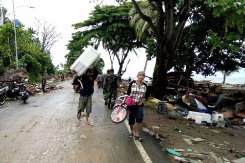 L'Indonesia devastata dalla furia dello tsunami 7