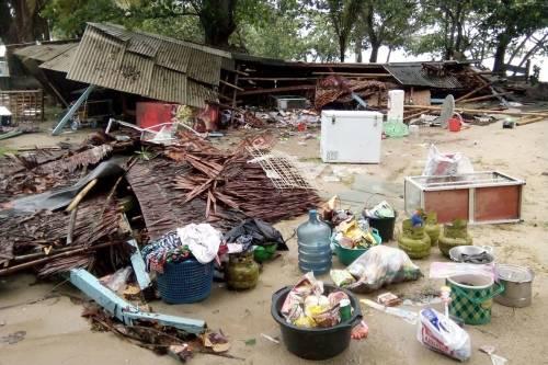 L'Indonesia devastata dalla furia dello tsunami 9