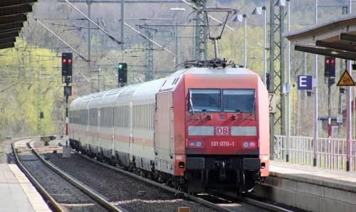 Germania, treni sempre in ritardo. E ora il Fmi attacca Merkel