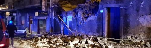 Scossa di terremoto a Catania. Case crollate, decine di feriti