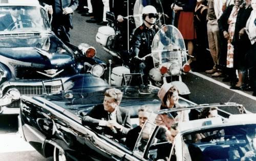 Un medico indaga sulla fine di JFK E punta il dito contro Johnson