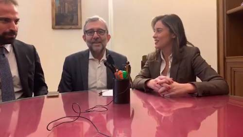 """La Boschi contro i Cinque Stelle: """"Finiti i bei tempi dello streaming"""""""