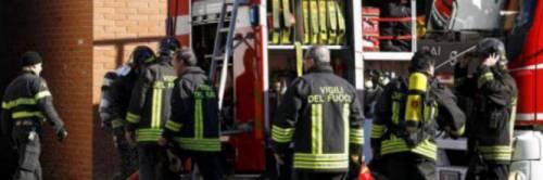 Appartamento in fiamme a Roma, tra gli intossicati una bambina