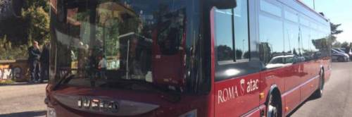 Roma, baby borseggiatrici rom arrestate dopo furto a turisti