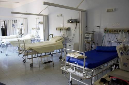 Crema contro impotenza al posto del collirio: donna finisce in ospedale
