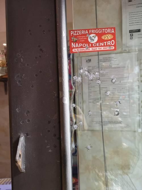 Napoli, colpi d'arma da fuoco contro market a Forcella 6