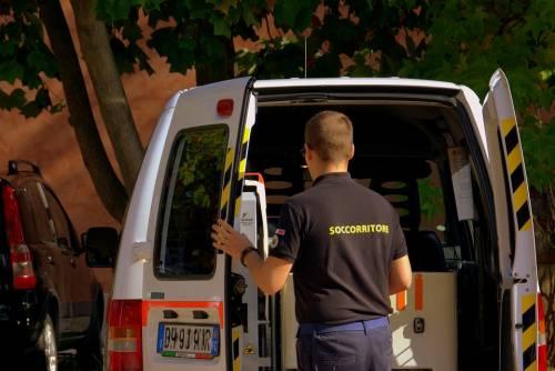 Padre gambizzato e figlio picchiato, spari a Guidonia