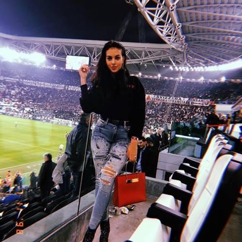 Georgina Rodriguez sempre più seguita su Instagram: gli scatti di lady Ronaldo 3