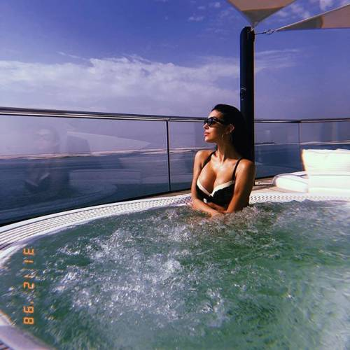 Georgina Rodriguez sempre più seguita su Instagram: gli scatti di lady Ronaldo 13