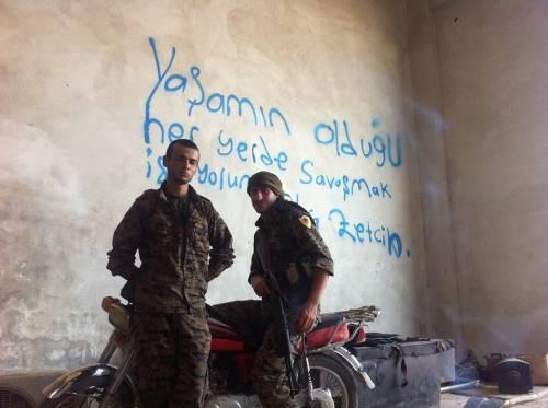 Torino, la Digos controlla i cinque antagonisti che hanno combattuto l'Isis con i curdi