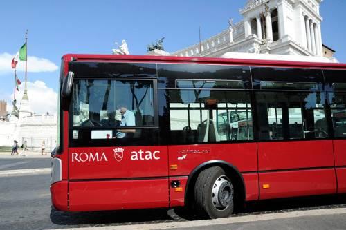 Roma, autista finisce il turno, parcheggia l'autobus sotto casa e va a dormire