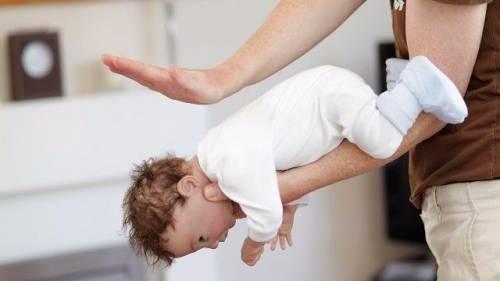 Taranto, telefonata al 118 salva neonata dal soffocamento