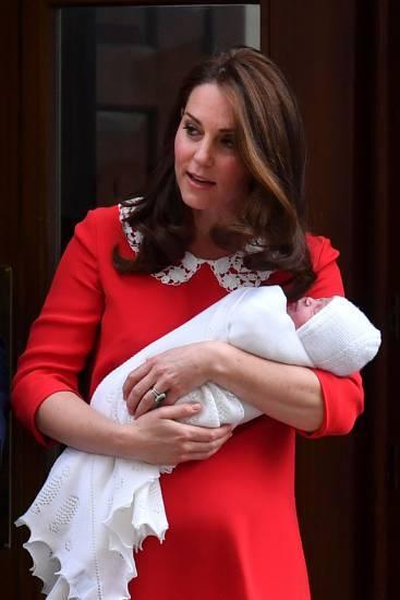 Kate Middleton e la Regina Elisabetta II, foto 7