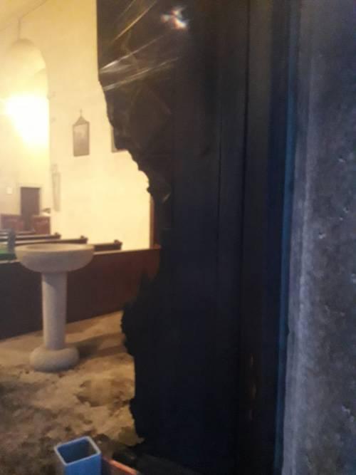 Rovereto, incendiato il portone della chiesa che ospitò il presepe anti-abortista 6