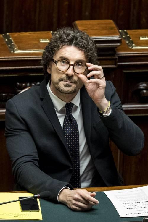 Toninelli esautorato: pressing per l'addio. Scambio Salvini-M5s