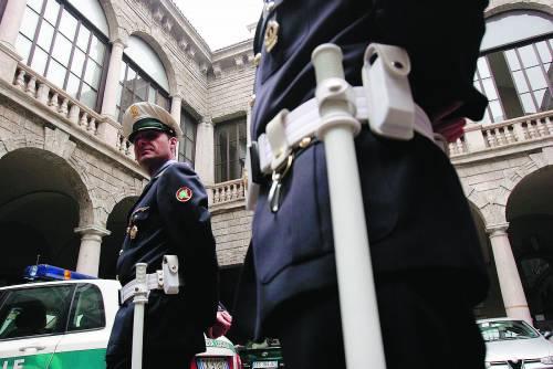 Se il comune di Milano mette in congedo forzato gli agenti di polizia locale