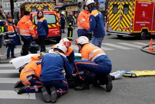 Paura a Parigi: forte esplosione in centro 2