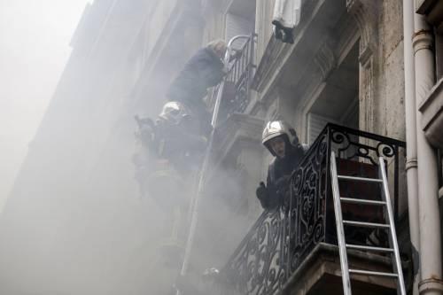 Paura a Parigi: forte esplosione in centro 4