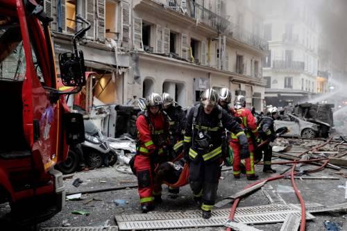 Paura a Parigi: forte esplosione in centro 5